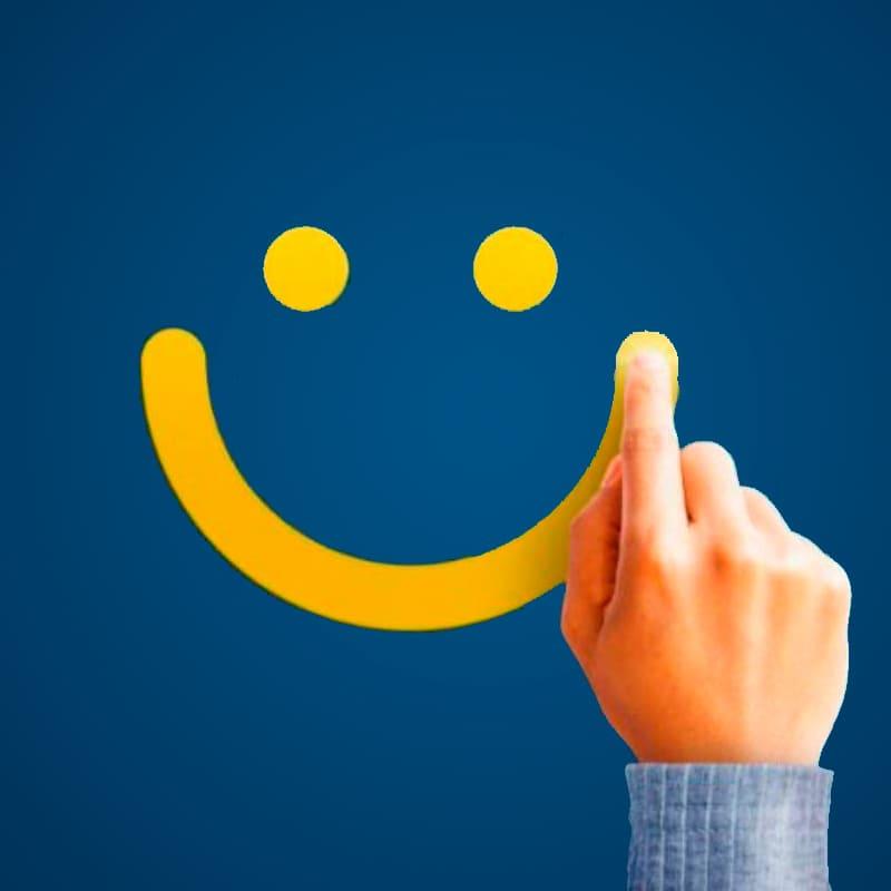 Cara amarilla sonriendo